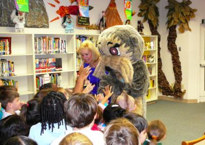 Clair Brunetti, Vero Beach Oceanside Rotary, introduces Josh the Otter to Kindergarten Students!